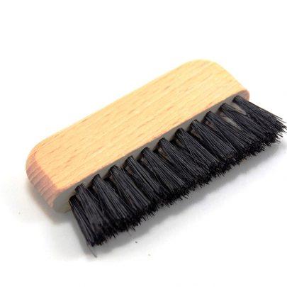 Brosse de Nettoyage Pour enlever les poussières, pellicules et autres résidus restant sur la brosse à cheveux.